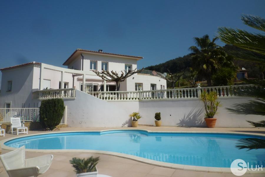 LE VALLON - Carqueiranne - Maison d´env.180m², Jardin plat de1200m², piscine, 5 chbres, Internet...