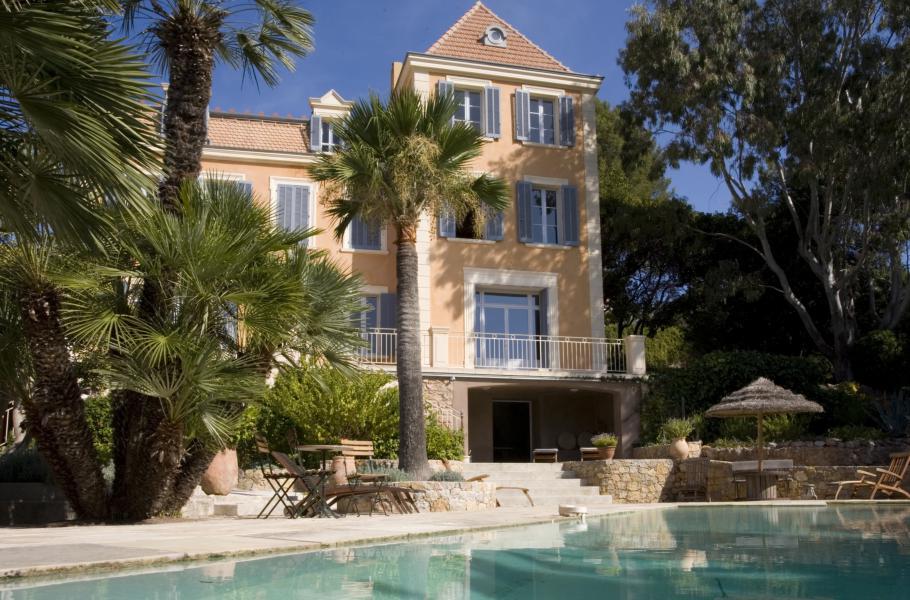 CHATEAU VAL VERT - Carqueiranne - Appartement de grand standing dans un château du XIX avec piscine privée, et jardin privatif