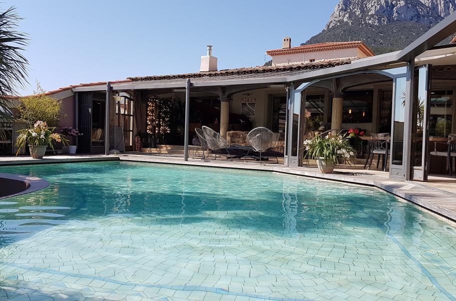 L´ENCLOS SAINTE COLOMBE La Farlède Magnifique maison climatisée, 3 chambres, 3 salles de bain, véranda/solarium, piscine chauffée...