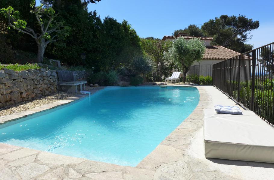 LA COCCINELLE Carqueiranne maison méditérranéenne, piscine, salon climatisé, studio indépendant, proche village de Carqueiranne et des plages
