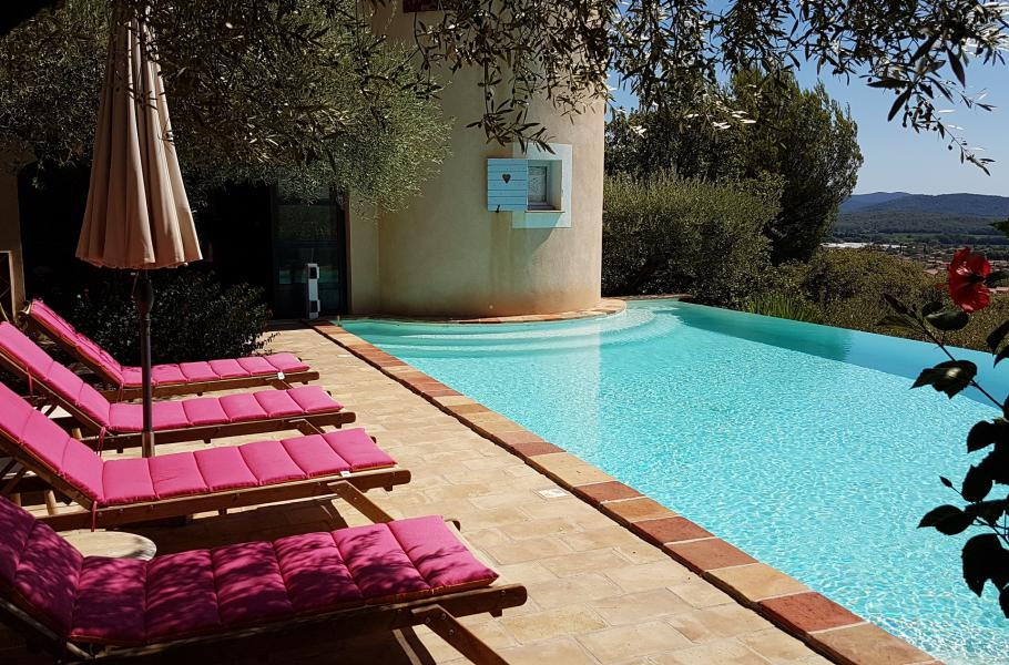 LES BLEUETS LA FARLEDE Un havre de paix en provence, piscine à débordement, panorama à 180 °, à quelques km de la mer