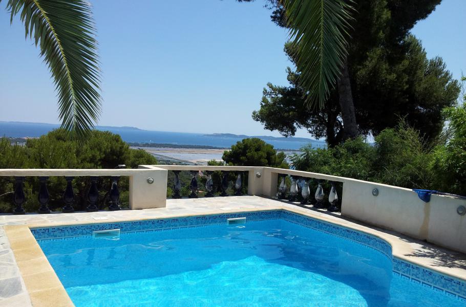 LE MAS BLEU CARQUEIRANNE Superbe propriété, vue panomarique exceptionnelle sur les iles, jardin mediterrannéen, piscine