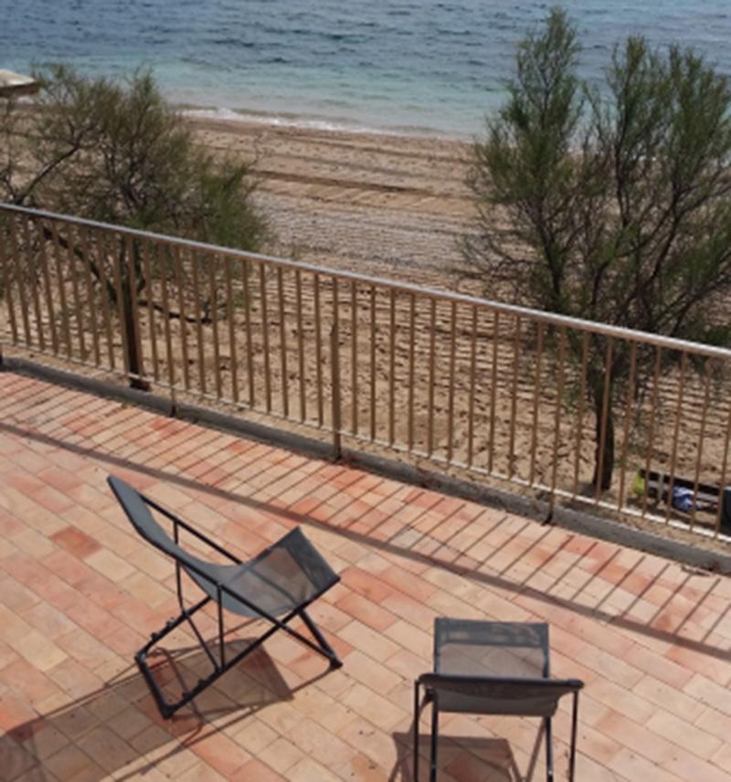 LA PLAGE - Carqueiranne - Maison les pieds dans l´eau sur la plage, vue exceptionnelle sur  la mer, le port, la presqu´île de Giens, toit terrasse