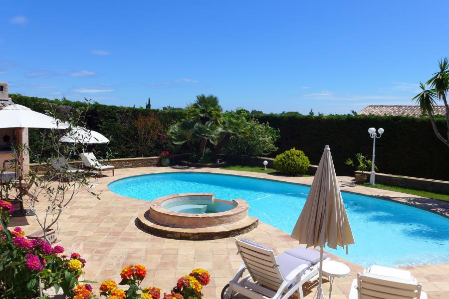 palmier piscine cool les palmiers spacieuse villa provenale proche village et des plages with. Black Bedroom Furniture Sets. Home Design Ideas