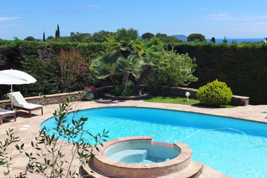 Les 3 palmiers carqueiranne spacieuse villa proven ale for Piscine carqueiranne