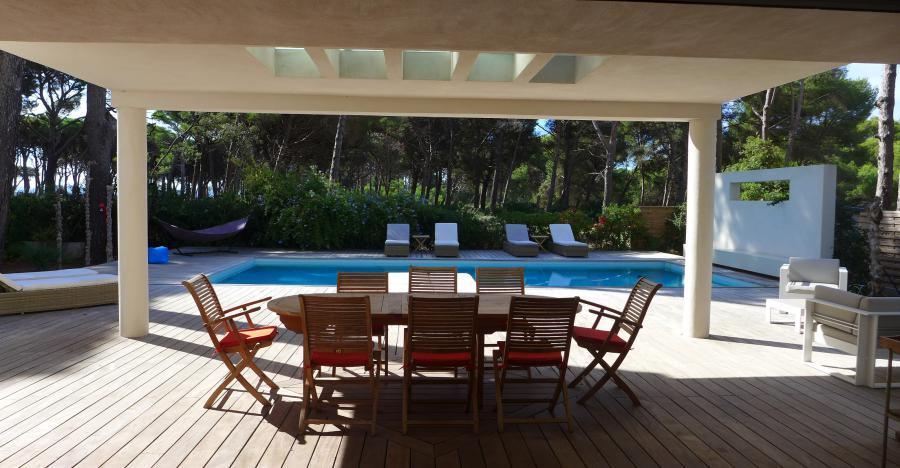 LES PESQUIERS - Hyères - MAISON D´ARCHITECTE CONTEMPORAINE au coeur de la pinède,  6 chambres, Piscine chauffée, vue mer, plage
