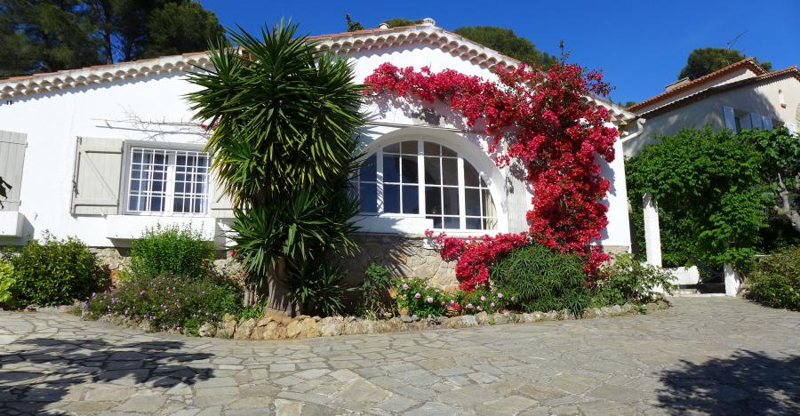 Photo Maison Mediterraneenne la coccinelle,carqueiranne,maison méditerranéenne, piscine, salon