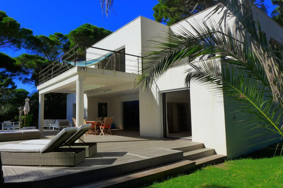 les pesquiers hy res maison d architecte contemporaine au coeur de la pin de 6 chambres. Black Bedroom Furniture Sets. Home Design Ideas